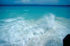 Chapoteo de la onda del Caribe Foto de archivo libre de regalías