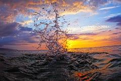 Chapoteo de la puesta del sol Fotos de archivo libres de regalías