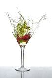 Chapoteo de martini de la fresa Imagen de archivo libre de regalías