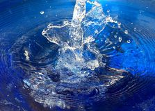 Chapoteo de Splish en el agua Imágenes de archivo libres de regalías