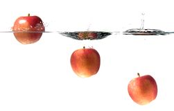 Chapoteo de tres manzanas Imagen de archivo libre de regalías