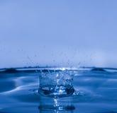 Chapoteo del agua como la corona Fotografía de archivo