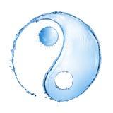 Chapoteo del agua en la forma de la muestra de Yin Yang foto de archivo