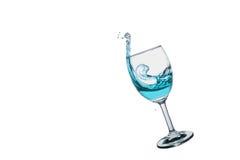 Chapoteo del cóctel en la copa de vino Imagen de archivo libre de regalías
