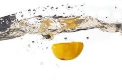Chapoteo del limón Imagen de archivo libre de regalías