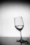 Chapoteo del vidrio y del agua Fotos de archivo libres de regalías