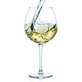 Chapoteo del vino blanco Imagenes de archivo