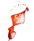 Chapoteo del vino rojo.  Descuento de la venta del cinco por ciento. Aislado en blanco Fotografía de archivo libre de regalías