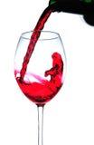 Chapoteo del vino rojo en la botella Imagen de archivo