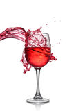 Chapoteo del vino rojo en vidrio fotos de archivo libres de regalías