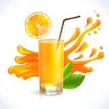 Chapoteo del zumo de naranja Imagenes de archivo