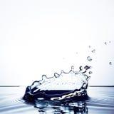 Chapoteo hermoso del agua imagenes de archivo