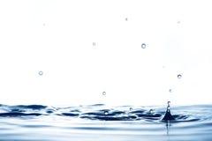 Chapoteo hermoso del agua fotografía de archivo