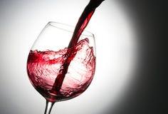 Chapoteo hermoso del vino imagen de archivo