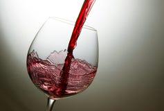 Chapoteo hermoso del vino rojo imágenes de archivo libres de regalías