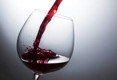 Chapoteo hermoso del vino rojo fotos de archivo