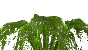 Chapoteo líquido del verde hermoso de la fuente, fuente 3d en el fondo blanco con mate alfa Muchas corrientes del jugo que suben  ilustración del vector