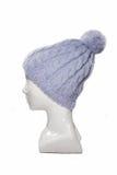 Chapéu feito malha roxo em um manequim Fotos de Stock