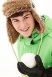 Chapéu forrado a pele desgastando do Snowball da terra arrendada do adolescente Imagem de Stock Royalty Free