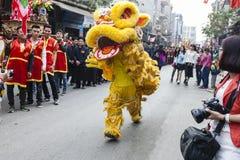 Chaque année, le 4ème jour du 1er mois lunaire, le village de Dong Ky tient un festival de pétard Image stock