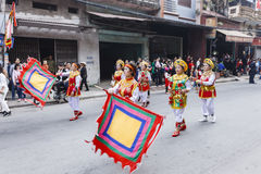 Chaque année, le 4ème jour du 1er mois lunaire, le village de Dong Ky tient un festival de pétard Photo libre de droits