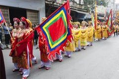 Chaque année, le 4ème jour du 1er mois lunaire, le village de Dong Ky tient un festival de pétard Images stock