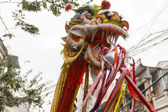 Chaque année, le 4ème jour du 1er mois lunaire, le village de Dong Ky tient un festival de pétard Photos libres de droits