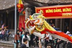 Chaque année, le 4ème jour du 1er mois lunaire, le village de Dong Ky tient un festival de pétard Photographie stock