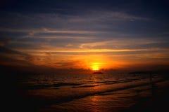 Chaque coucher du soleil apporte la promesse d'une nouvelle aube image libre de droits