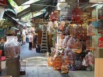 Chaque jour, toutes sortes d'oiseaux et accessoires sont vendus au marché d'oiseau chez Yuen Po Street images libres de droits