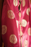 Chaqueta de seda roja china Fotografía de archivo libre de regalías