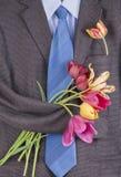 Chaqueta de tweed con el fondo de los tulipanes Fotos de archivo libres de regalías