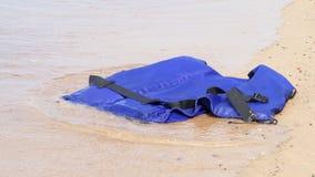 Chaqueta del rescate por el mar almacen de video