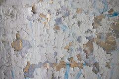 Charłackiego bielu tynku Brudna ściana Z Krakingowej struktury Grunge Horyzontalnym Pustym tłem Stare szarość Siwieją moździerz ś zdjęcia stock
