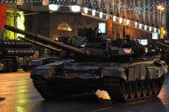 Char de combat T-90 sur la rue de Tverskaya moscou image stock
