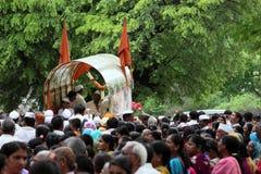 Char de cortège de palkhi de Sant Tukaram, Maharastra, Inde Photos stock