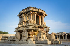 Char en pierre des ruines de Hampi Photos libres de droits