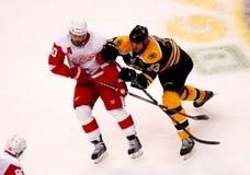 Chara v. Zetterberg (Bruins rojos de las alas v.) Foto de archivo