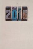 Charakter 2016 des neuen Jahres geschrieben mit farbigem Weinlesebriefbeschwerer Lizenzfreie Stockfotografie