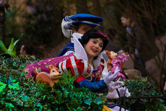 Charaktere Disneylands Paris auf Parade Stockbilder