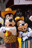 Charaktere Disneylands Paris während einer Show Stockbilder