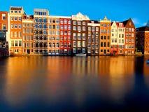 Charakteristische Gebäude von Amsterdam Stockfotografie