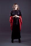 Młode kobiety w czerni tęsk suknia Obrazy Royalty Free
