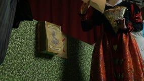 Charaktery Alice w krainie cudów bawić się grę, widok spod spodu zbiory