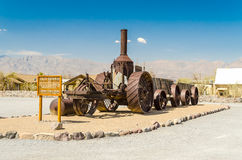 Charbon brûlant le vieux tracteur de vapeur de Dinah au ranch de crique de four dans D Images libres de droits
