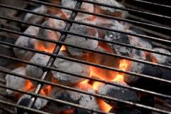 Charbon de bois brûlant Photos libres de droits