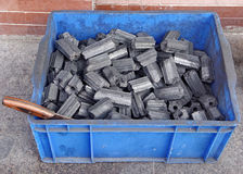 Charbon de bois dans la boîte Photographie stock libre de droits