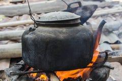 Charbon de bois de bouilloire Image stock