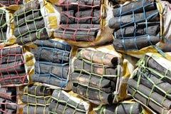 Charbon de bois en bois dans des sacs Photographie stock