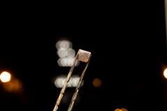 Charbons chauds de narguilé pour le tabagisme Image libre de droits